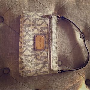 MK small wrist wallet. Great condition